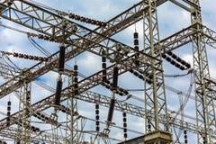 Elektrische Nebenstelle mit Hintergrund des bewölkten Himmels Lizenzfreies Stockfoto