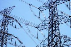 Elektrische Pylonenachtergrond royalty-vrije stock fotografie