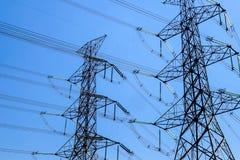 Elektrische Pylonenachtergrond royalty-vrije stock afbeelding