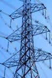 Elektrische Pylonenachtergrond stock afbeelding