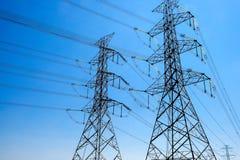 Elektrische Pylonenachtergrond stock afbeeldingen