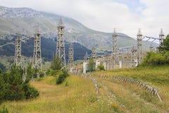 Elektrische Station in den Bergen Lizenzfreie Stockfotos