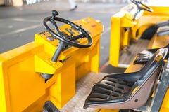 Elektrische Tractor, vorkheftruck bij de industrie Voertuigconcept stock foto