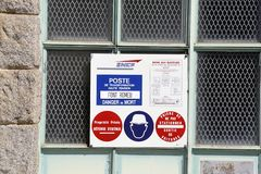 Elektrische transformator van de kleine post van Font Romeu stock afbeelding