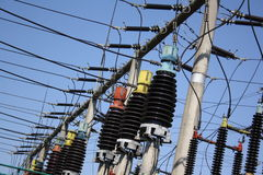 Elektrische transformatoren met hoog voltage stock foto