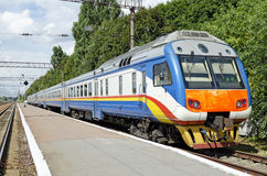 Elektrische trein in de voorsteden Stock Foto's