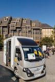 Elektrische van parcel Lieferung Colibus in Frankreich durch La Poste Stockbild