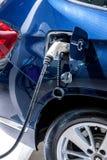 Elektrische voertuigen en elektrisch voertuig het laden posten Royalty-vrije Stock Fotografie