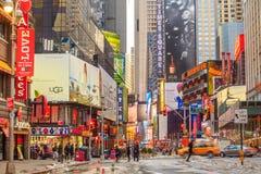 Elektrische Zeichen bei Broadway NY Stockbilder