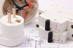 Elektrische zekering en stop, elektrodoos op bouwtekening stock afbeeldingen