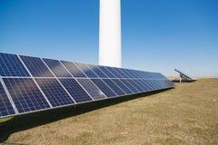 Elektrische zonnepanelenpost Vernieuwbaar bronconcept stock foto