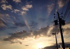 Elektrischer Beitrag bei Sonnenuntergang Stockfotos