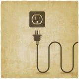 Elektrischer Draht mit Stecker nahe altem Hintergrund des Ausgangs stock abbildung