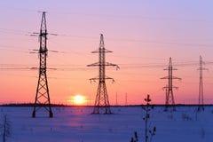 Elektrischer Hochspannungsdraht bei Sonnenuntergang Lizenzfreies Stockbild