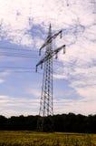 Elektrischer HochspannungsFreileitungsmast Stockfotografie