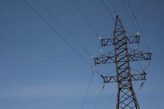 Elektrischer Hochspannungsmast Blauer Himmel Stockfoto