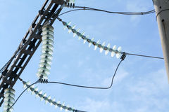 Elektrischer Maschendraht mit den Isolatoren Lizenzfreie Stockfotos
