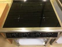 Elektrischer Ofen an einer industriellen Anlage Warnen Sie die Ausr?stung in der Aktion Details und Nahaufnahme lizenzfreie stockfotografie