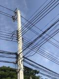 Elektrischer Pfosten auf der Straße Lizenzfreies Stockbild