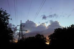 Elektrischer Pfosten auf Sonnenunterganghimmelhintergrund Lizenzfreies Stockbild