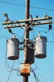Elektrischer Pfosten mit Transformator Stockbild
