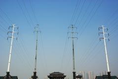Elektrischer Pol mit Himmel Stockfoto
