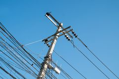 Elektrischer Pole in der Stadt Stockfotografie