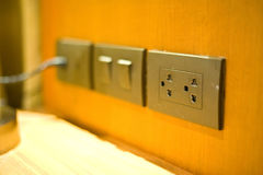 elektrischer Stecker ist die Technologie für Stromversorgung in Hauptgebrauch 2 Lizenzfreies Stockbild