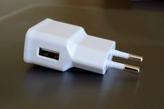 Elektrischer Stecker mit USB-Sockel Lizenzfreie Stockbilder