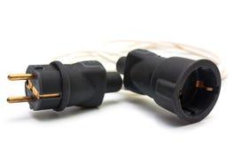Elektrischer Stecker und Sockel lokalisiert auf Weiß Stockbilder