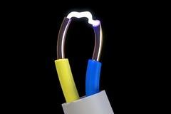 Elektrischer Stromstoß zwischen Drähten Stockbilder