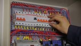 Elektrischer Unterbrecher-Kasten Elektrikerprüfung Und -schaltung ...