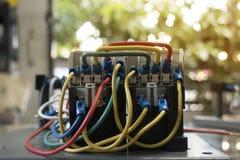 Elektrischer verdrahtender Schalter stockfotografie