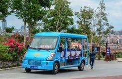 Elektrischer Wagen am Stadtpark stockfotografie