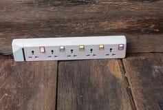 Elektrischer weißer Sockelenergiestangen- oder -erweiterungsblock und ein plu Lizenzfreie Stockbilder