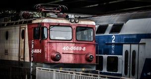 Elektrischer Zug in der Bahnstation Stockbild