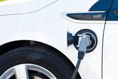 Elektrisches Auto-Aufladung Stockfoto