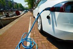 Elektrisches Auto-Aufladung Lizenzfreie Stockfotografie