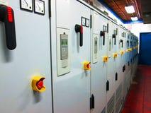 Elektrisches Bedienfeld einer industriellen Maschine Stockfotografie