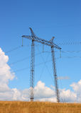 Elektrisches Rasterfeld nahe Feld lizenzfreies stockfoto