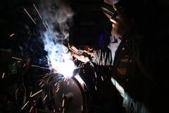 Elektrisches Schweißen des Metalls Stockfotos