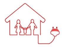 Elektrisches Steckersymbol mit Familienhaus Stockfotos