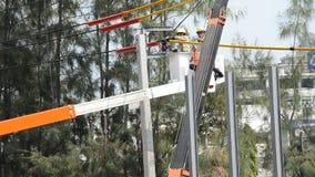 Elektrisches System der Elektrikerarbeitskraftarbeitsreparatur stock footage