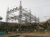 Elektrisk avdelningskontor med transformatorer Arkivbild