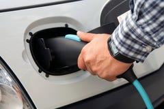 Elektrisk biluppladdning Arkivbilder