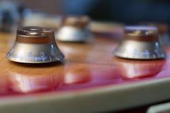 Elektrisk gitarr för volym Arkivfoton