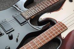 Elektrisk gitarr och elbas royaltyfri bild