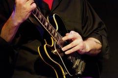 elektrisk gitarrspelare Royaltyfria Bilder