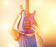 elektrisk gitarrspelare Arkivbild