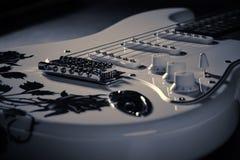 elektrisk gitarrwhite Arkivfoton